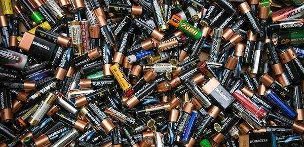 Велика шкода маленьких батарейок