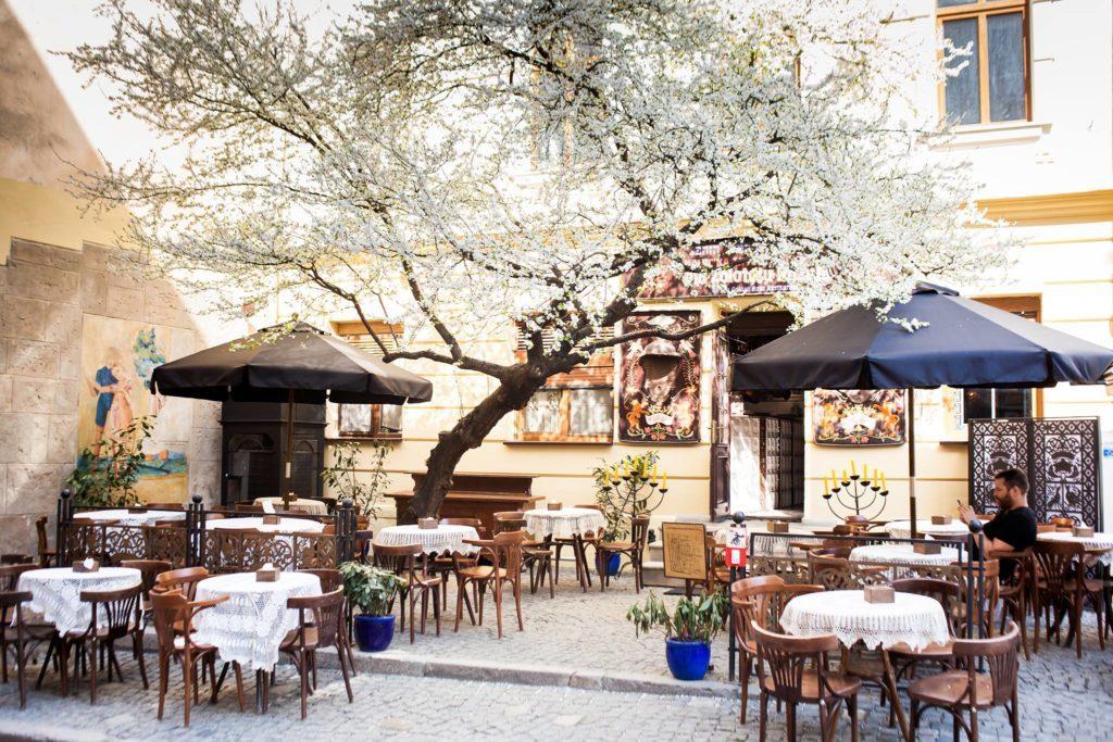 У Житомирі відкрили кафе та ресторани