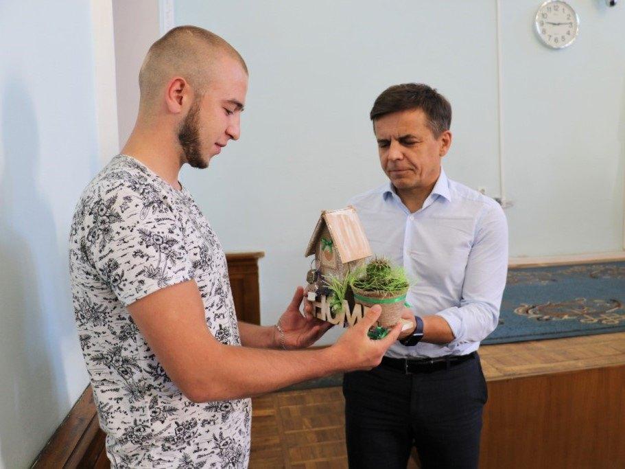 Влада подарувала 22-річному житомирянину нову квартиру